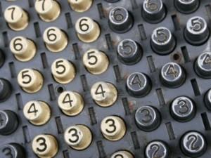 1933413-vieille-machine-a-calculer-electriques-d-39-ajouter-et-de-rester