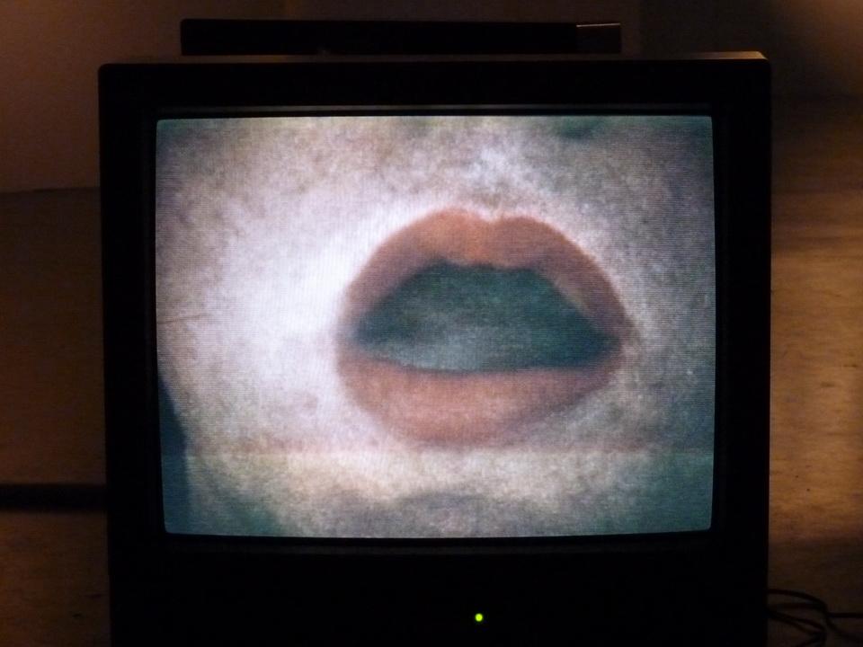 026 Anna Maria Maiolino In-out-Antropofagia-dedans-dehors 1973-74 fim super-8 transfere sur video 2000 8minu14