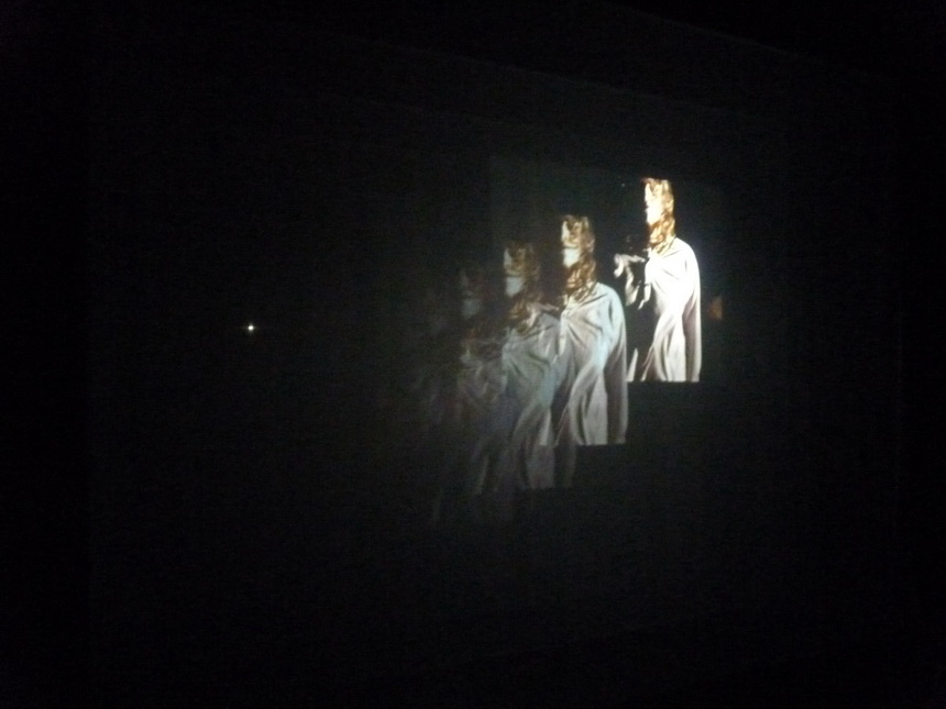019 Bill Viola  the veiling -les voiles 1995 deux projections a travers neuf grands voiles 30 minutes