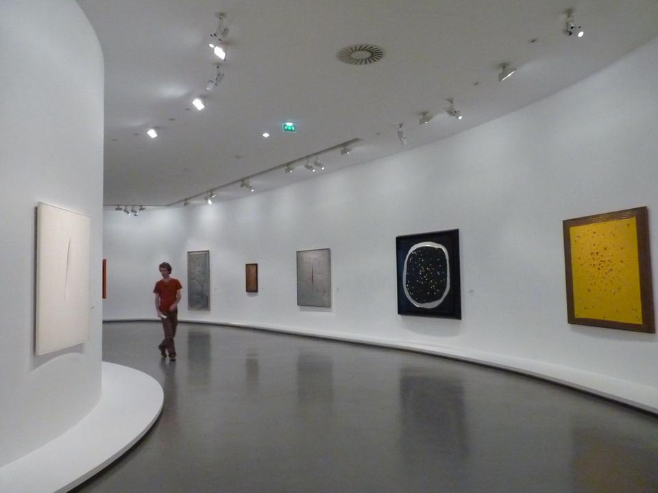 003  Lucio Fontana retrospective 2014