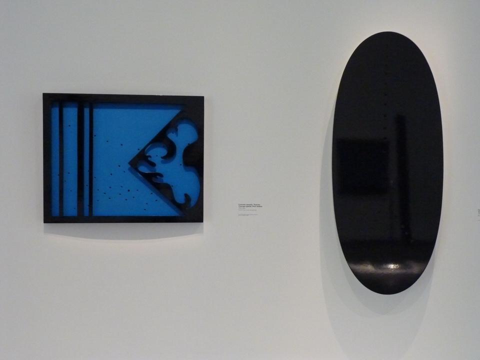 012 Lucio Fontana  concept spatial- petit theatre  左-1965-66  右-1967  trous bois laque