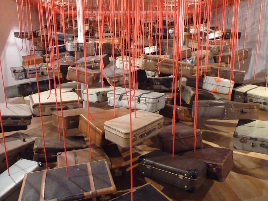 009 Chiharu Shiota ne1972 dialogues  installation dimensions variables  2014