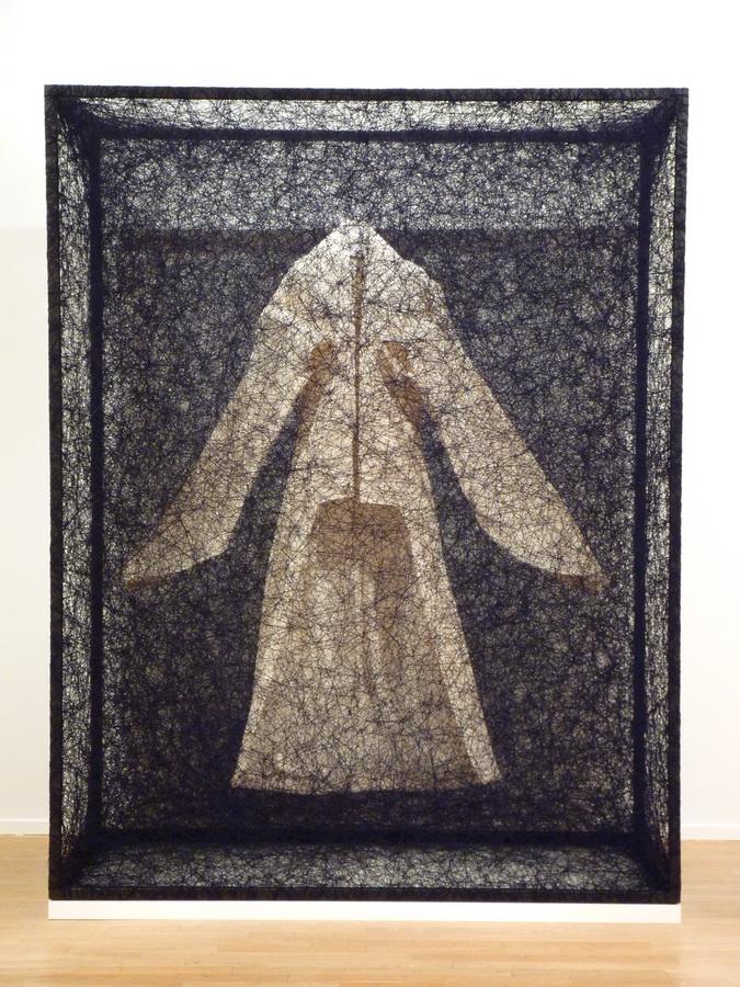 001 Chiharu Shiota ne1972 state of being -kimono 230x180x80cm 2014