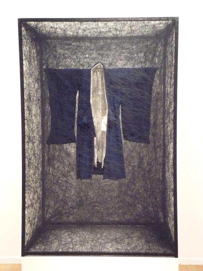 003 Chiharu Shiota ne1972 state of being -boy s kimono 150x100x80cm 2013