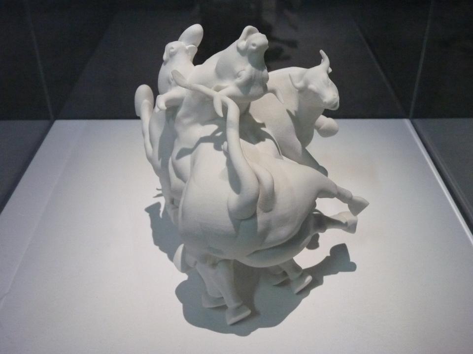 055 Antonio Vega Macotela ne1980 l epreuve de l etranger 2014 ceramique video et sculpture