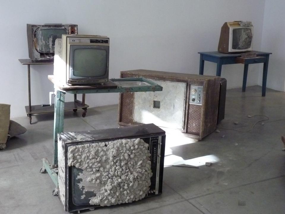 032 Wolf Vostell -endogen Depression 1980 installation