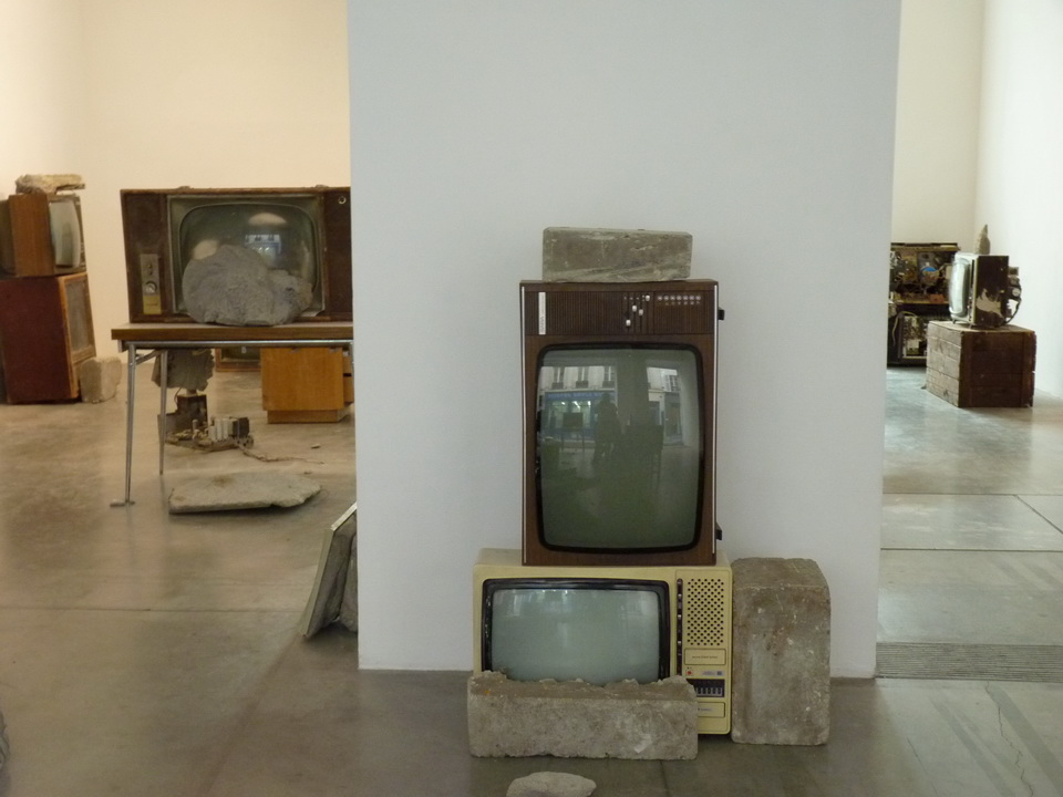 033 Wolf Vostell -endogen Depression 1980 installation