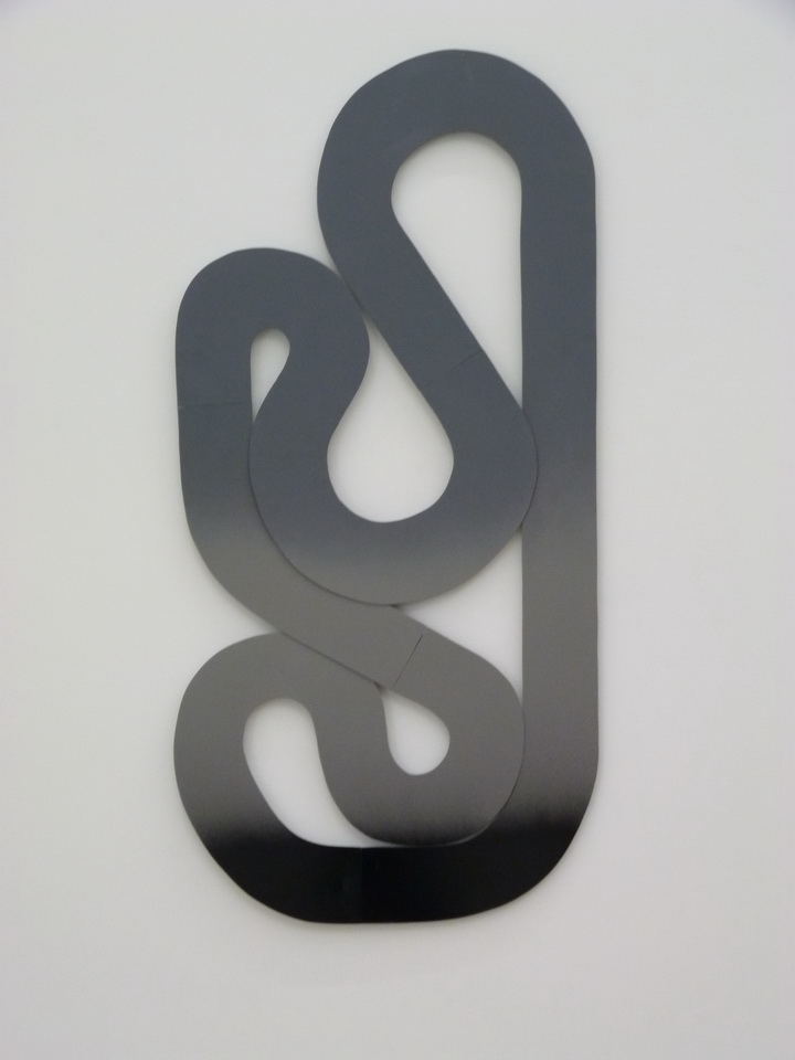 076 Blair Thurman downward spiral club 111x53cm 2014 metal et peinture