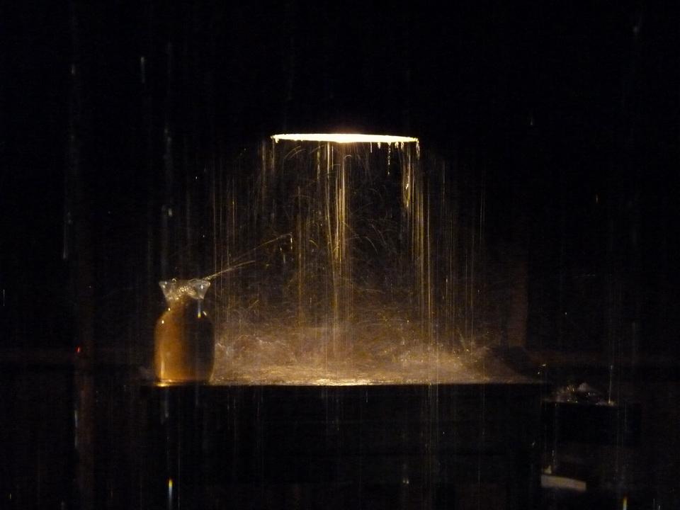 022-3  Stephane Thidet b1974 sans titre -le refuge 2007 installation  bois meuble pompes eau