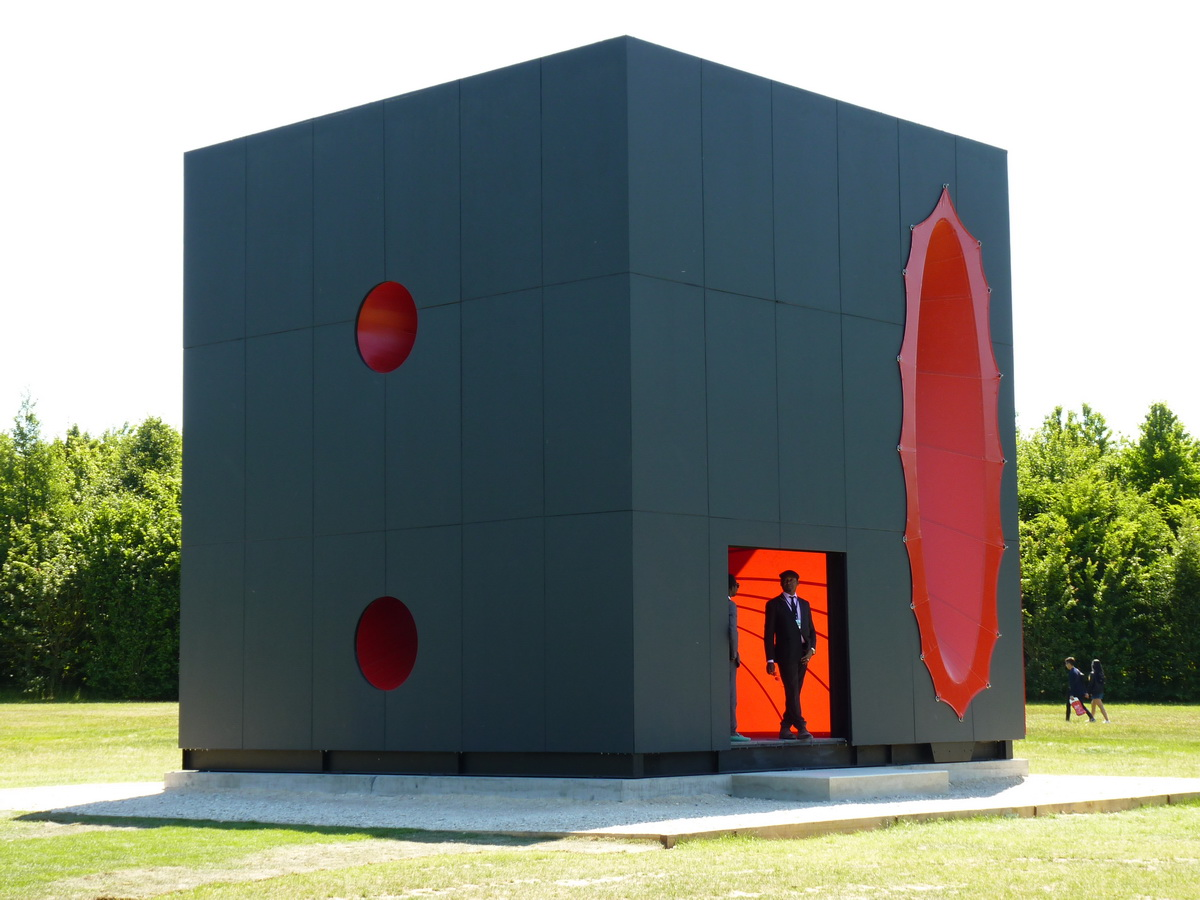 0097  Anish Kapoor  sectional body preparing for monadic singularity 2015