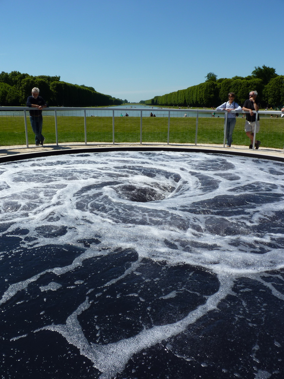 0109-2  Anish Kapoor  descension 2015 installation