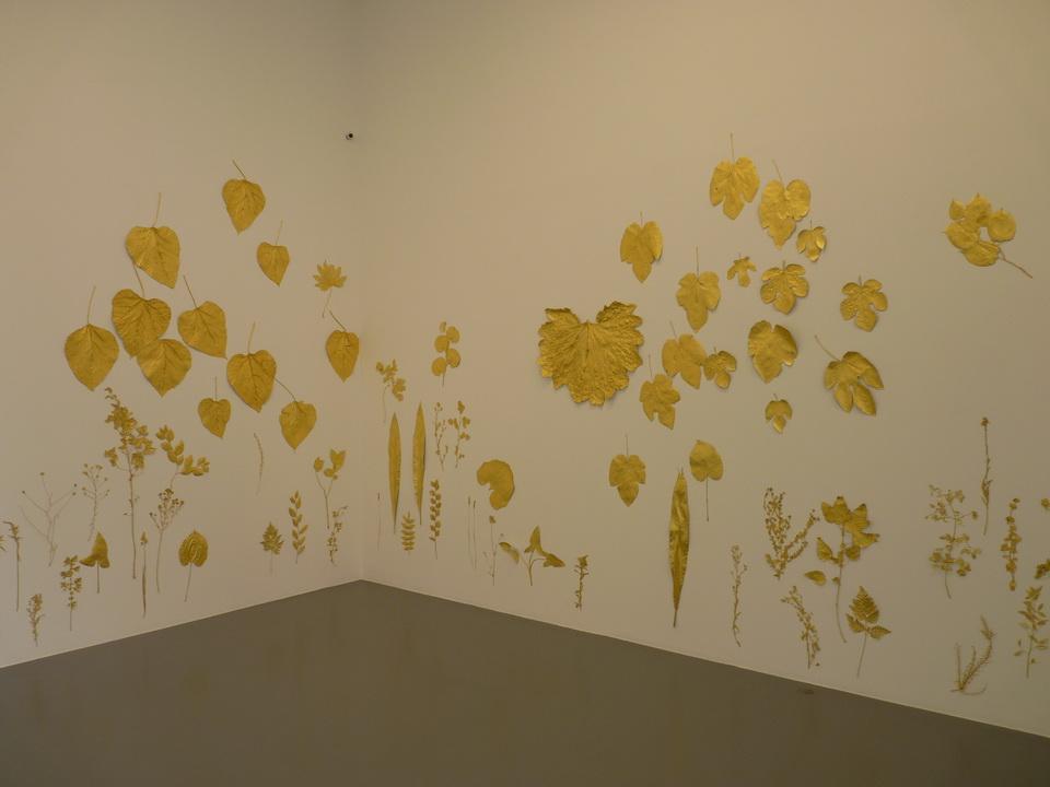 075 Lionel Esteve ne 1967sans titer serie de 58 oeuvres 2015 plantes dorees a la feuille d or