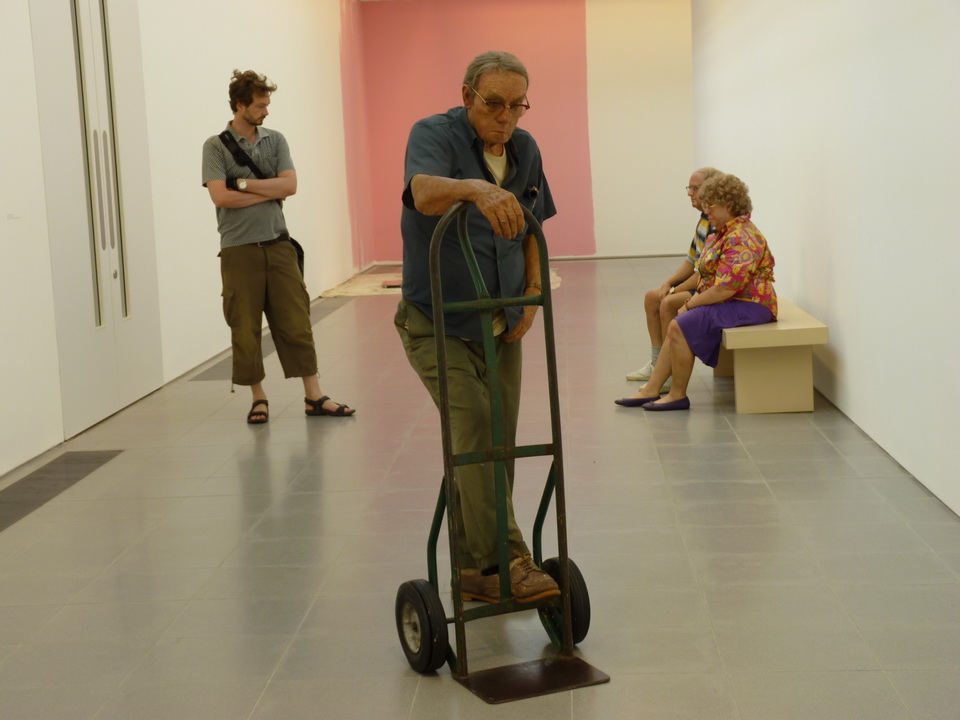 039 Duane Hanson   man with hand cart 1975 polyester resin and fibreglass polychromed in oil .mixed media with accessories