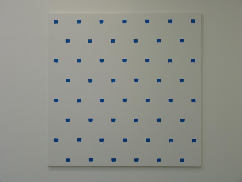 052  Niele Toroni  empreintes des pinceau n-50 a intervalles reguliers de 30cm acrylique bleue sur toile 200x200cm 2016