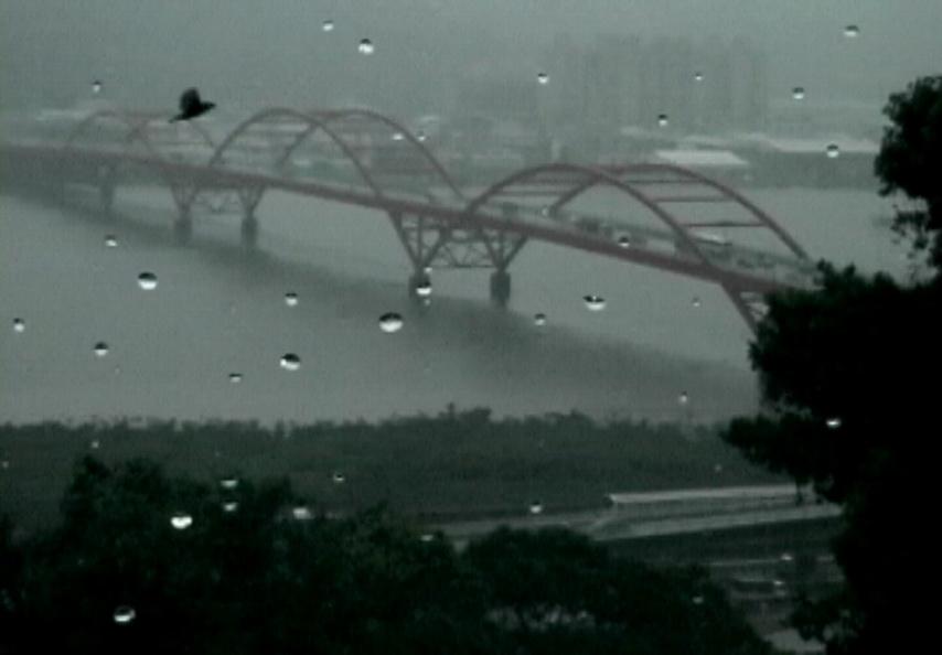 001 「雨景」 2002 單頻道錄影 約13分鐘