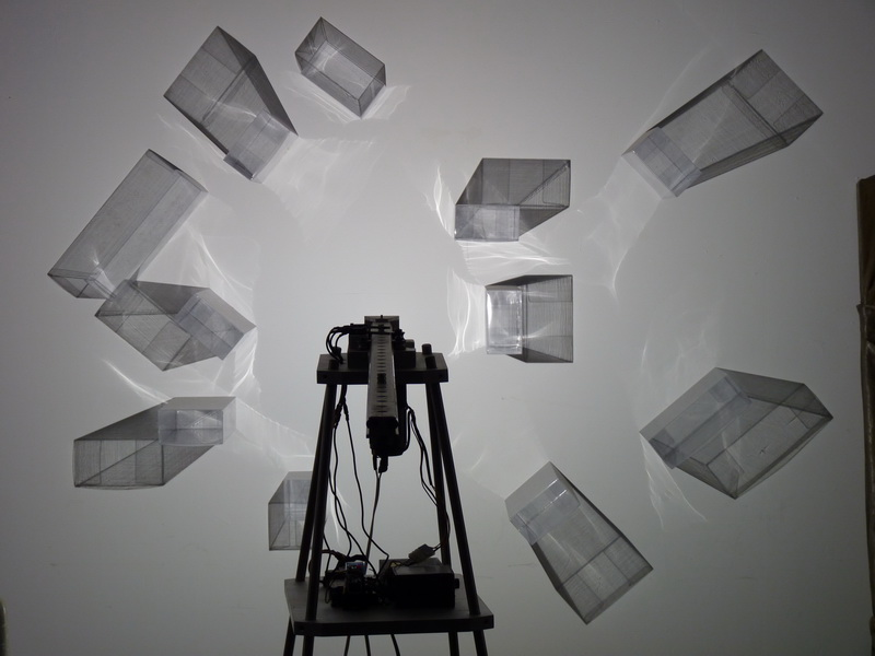 003  水晶城市002 — 漂浮  2009  空間裝置 LED燈  軌道 馬達 透明塑膠盒