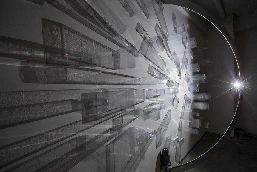 004 水晶城市007  2015 空間裝置 LED燈  軌道 馬達 透明塑膠盒