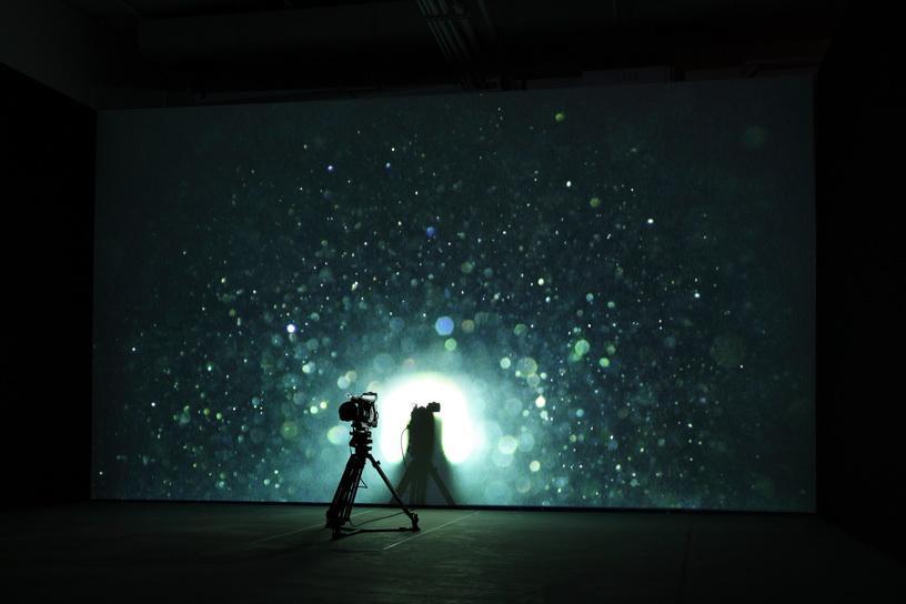 012 灰塵  2006  攝影機 投影機 三腳架 空間裝置
