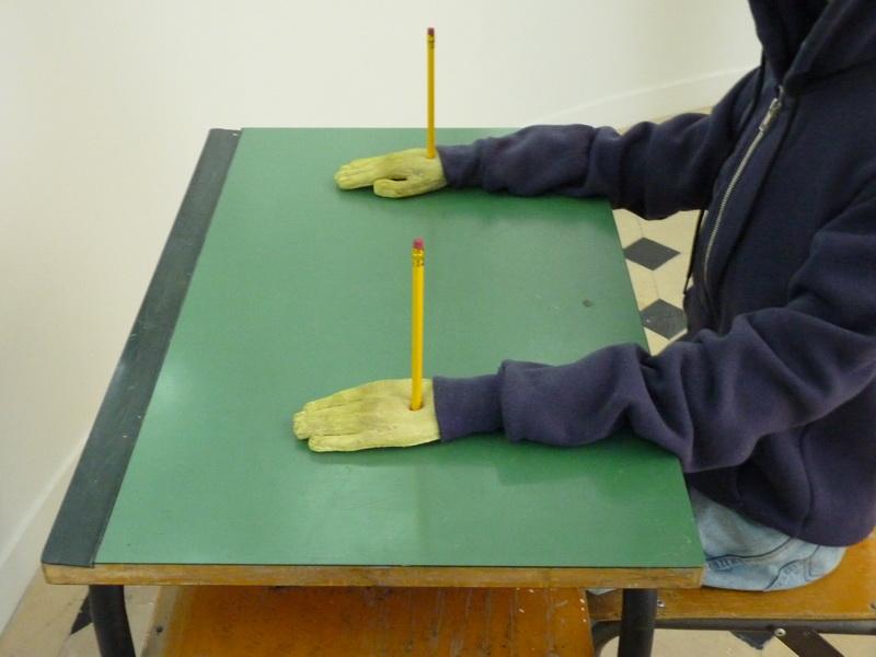 p1570735-maurizio-cattelan-charlie-don-t-surf-112x71x70cm-1997-mannequin-table-et-chaise-d-ecole-vetements-peinture-chaussures-crayons