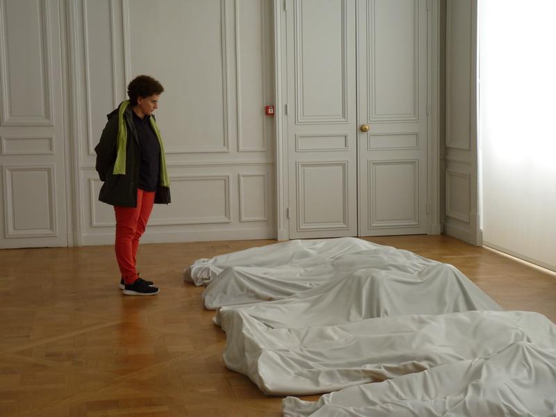 p1570745-3-maurizio-cattelan-all-2007-30x100x200cm-chacune-neuf-sculptures-en-marbre-de-carrare