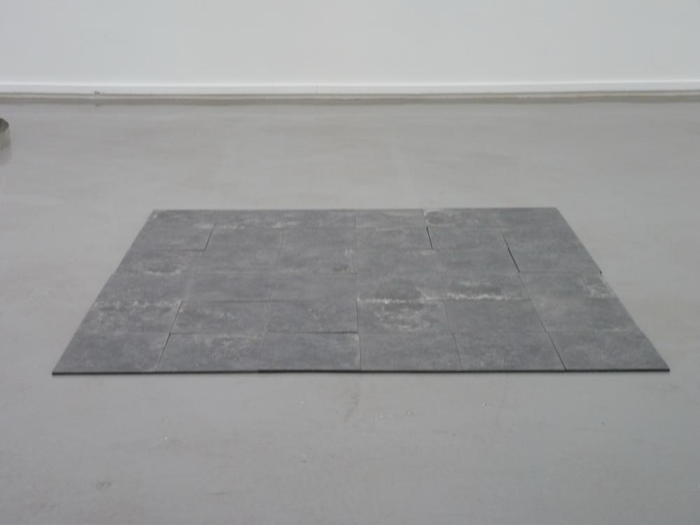 p1570618-carl-andre-8005-monchengadbach-square-1968-acier-lamine-a-chaud-36-element
