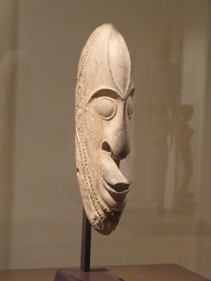 p1540595-sculpture-xviii-debut-xix-siecle-nord-de-l-ile-d-ambrym-vanuatu-peirre-a-magie-pour-acquisition-des-cochons-tuf-volcanique