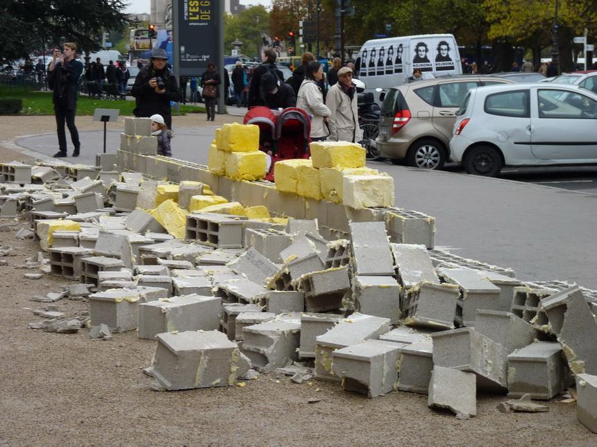 005-allan-kaprow-rashid-johnson-sweel-wall-1970-par-a-kaprow-reinventee-shea-wall-par-r-johnson-1-3x15-5m-beurre-de-karite-parpaings