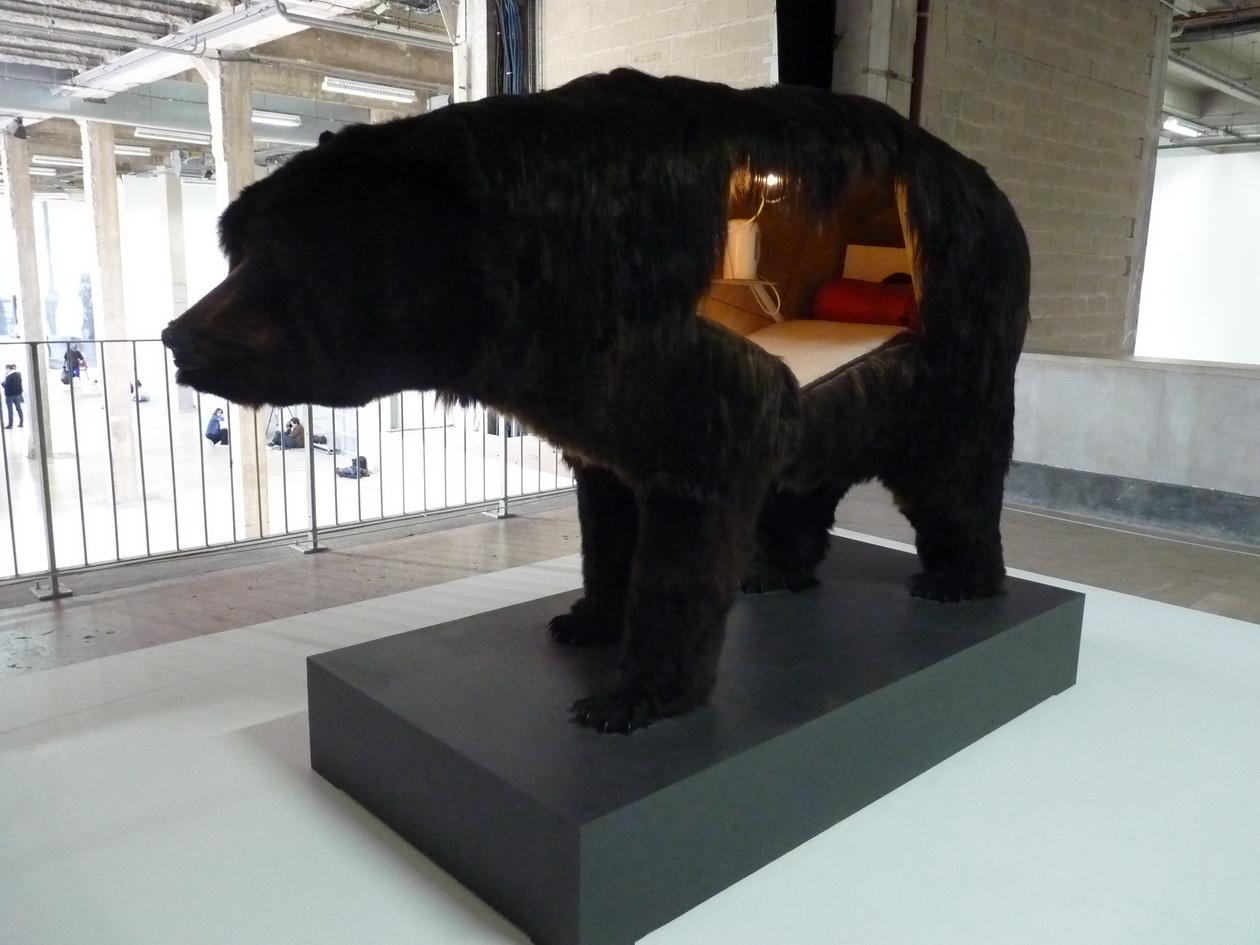 P1610404-2 Abrahan Poincheval ours 2014 peau d ours bois plastique mousse polyurethane accessoires