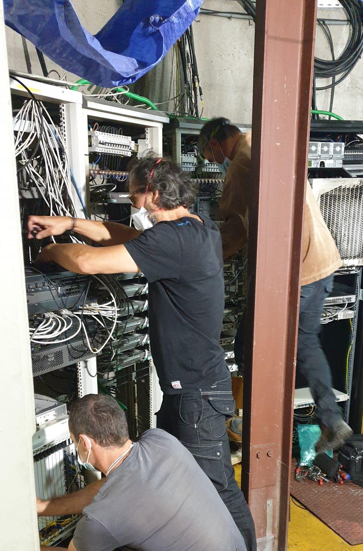 Équipe réseau Bouygues Telecom - maintenance - remise en route
