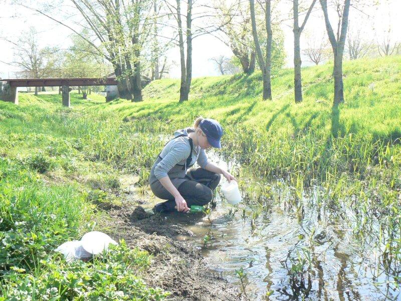 Océane effectue des prélèvements sédimentaires sur la Meuse Médiane