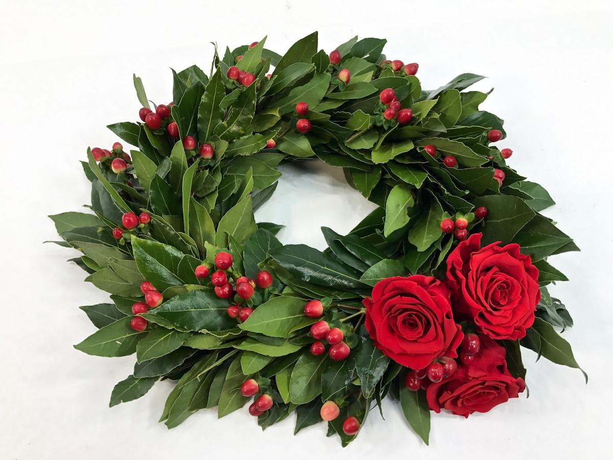 Corona Di Alloro Con Bacche E Tre Rose Rosse Fiorit Fiori A