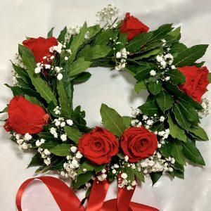 Corona di alloro per laurea con Nebbolina (Gypsophila) e sei rose rosse