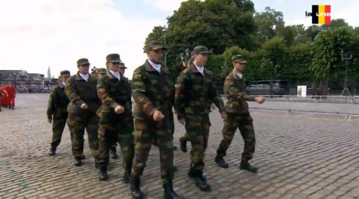 Défilé du 21 juillet: ces jeunes cadets ont-ils trop fêté ça? (Vidéo)