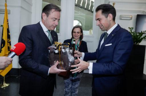 Bart De Wever (N-VA) convoque à nouveau le Vlaams Belang autour de la table en Flandre