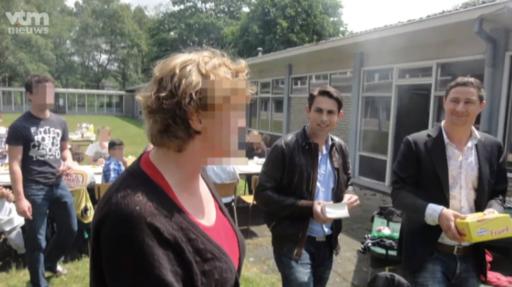 Quand Tom Van Grieken balançait des saucisses Zwan à un barbecue halal d'élèves de 1e primaire