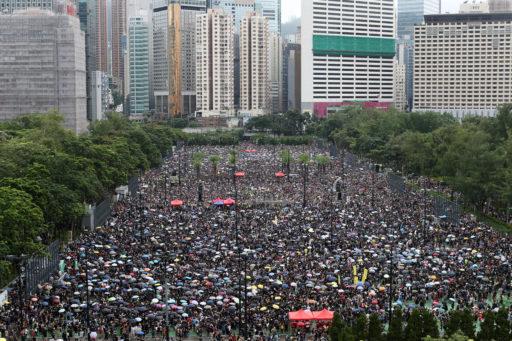 Face à la menace d'une intervention chinoise, une marée humaine se déploie à Hong Kong