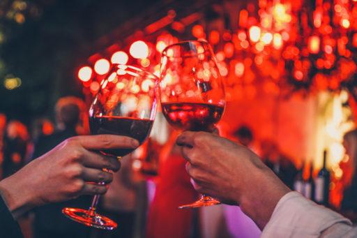 Papi avait raison: une nouvelle étude confirme que boire un verre de vin rouge est plutôt bon pour ta santé