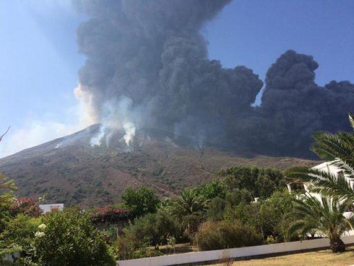 Ils échappent de justesse à l'éruption du Stromboli depuis leur bateau (vidéo)