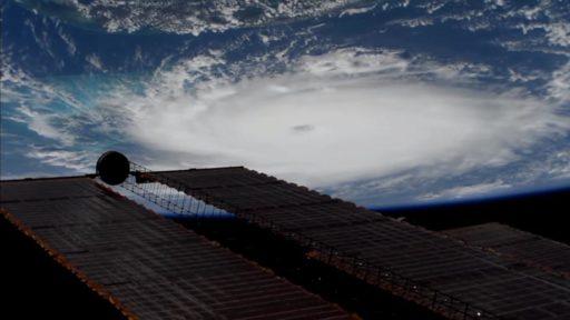 L'ouragan Dorian a déferlé sur les Bahamas avec des vents de 300 km/h et se dirige maintenant vers la Floride