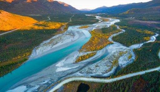 Donald Trump donne son feu vert au forage de pétrole et de gaz dans une zone protégée d'Alaska