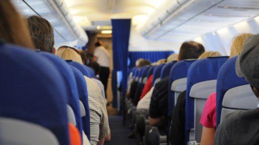 Mais au fait, pourquoi les sièges des avions sont toujours bleus?
