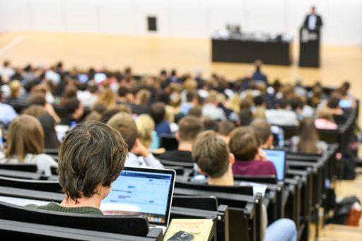 Victoire pour les étudiants non finançables! La FWB annule leur dette