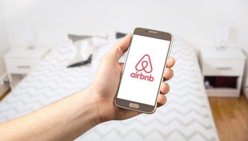 Airbnb sort le portefeuille et verse 250 millions de dollars à ses hôtes