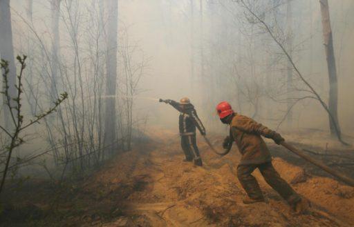 """Le feu de forêt est maintenant à 1,5 km de la centrale Tchernobyl, le pyromane voulait """"s'amuser"""""""
