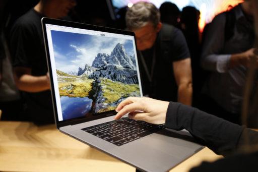 Pourquoi Apple te déconseille de cacher la webcam de ton MacBook?