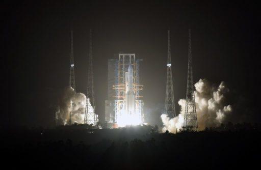 La Chine fait décoller une fusée pour récupérer de la roche lunaire et enclenche un programme spatial ambitieux
