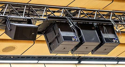 instalación sistemas de sonido Meyer Sound line array LINA