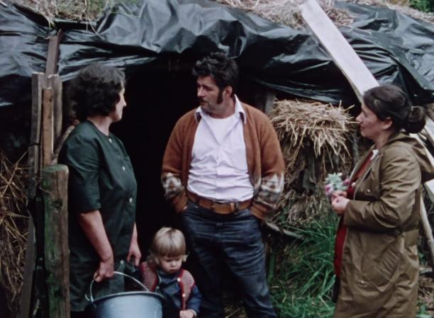 Hauris Lalancette et sa femme interrogent une paysanne