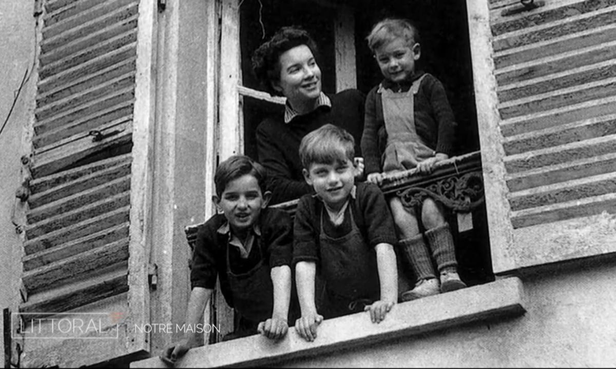 Suzanne Masson et les enfants au balcon