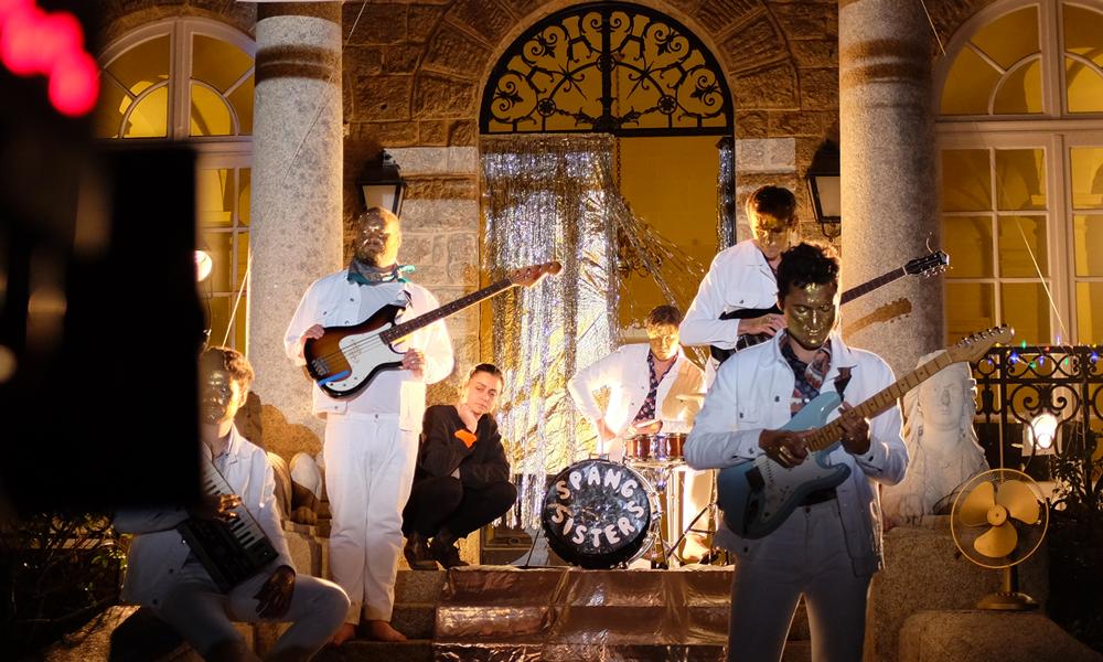 Tournage du clip BOYS des Spang Sisters à Dinard par Rosalie Charrier